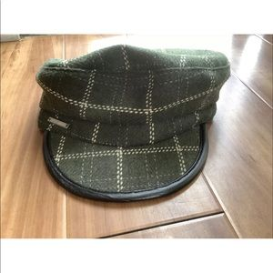 VINCE CAMUTO Green & Off White Plaid Newsboy HAT